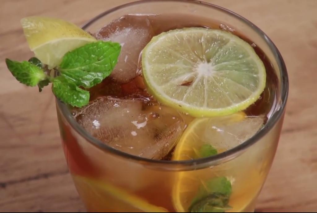 placer puro de limon con menta té frío
